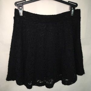 FOREVER 21 BLACK LACE SKATER SKIRT